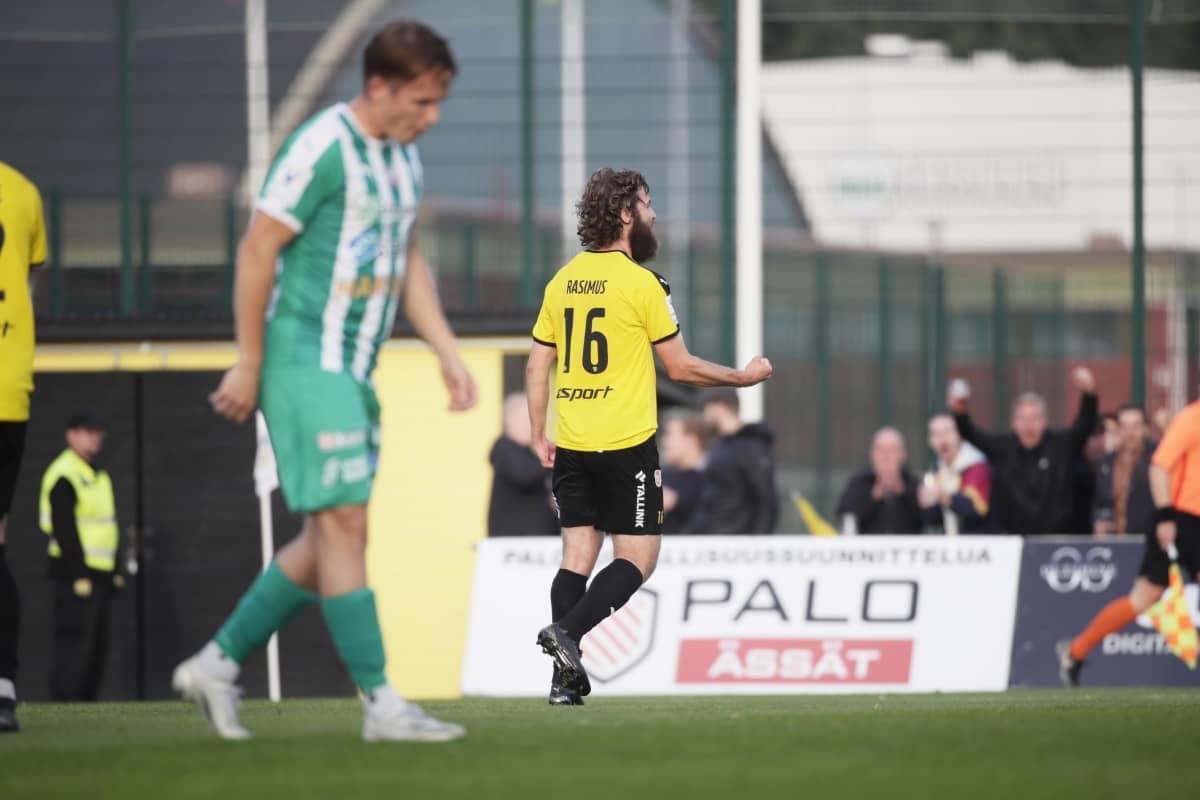 Hongan Konsta Rasimus tuulettaa 2-1-maaliaan Veikkausliigan ottelussa FC Honka vs KTP Espoossa 11. syyskuuta 2021.