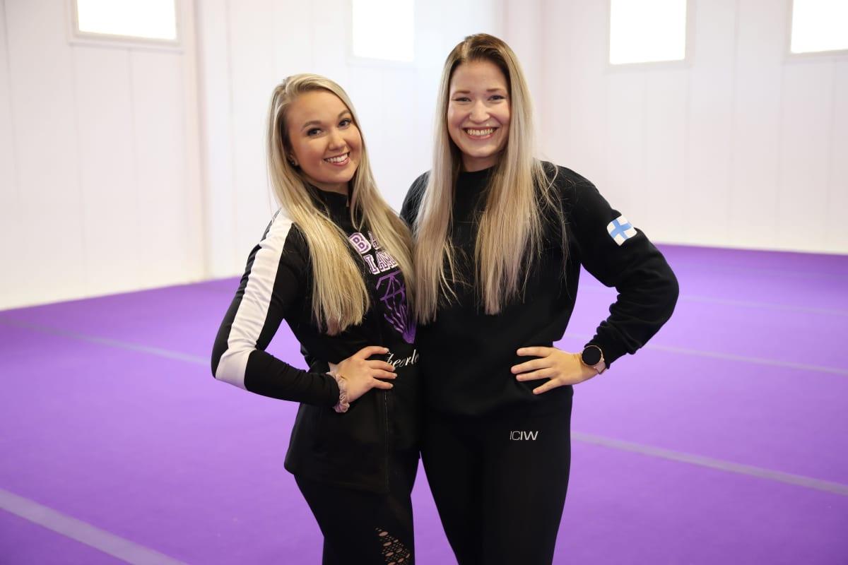 Black Diamond Cheerleadersin seurakordinaattorit Annika Sarjus ja Laura Kyllönen.
