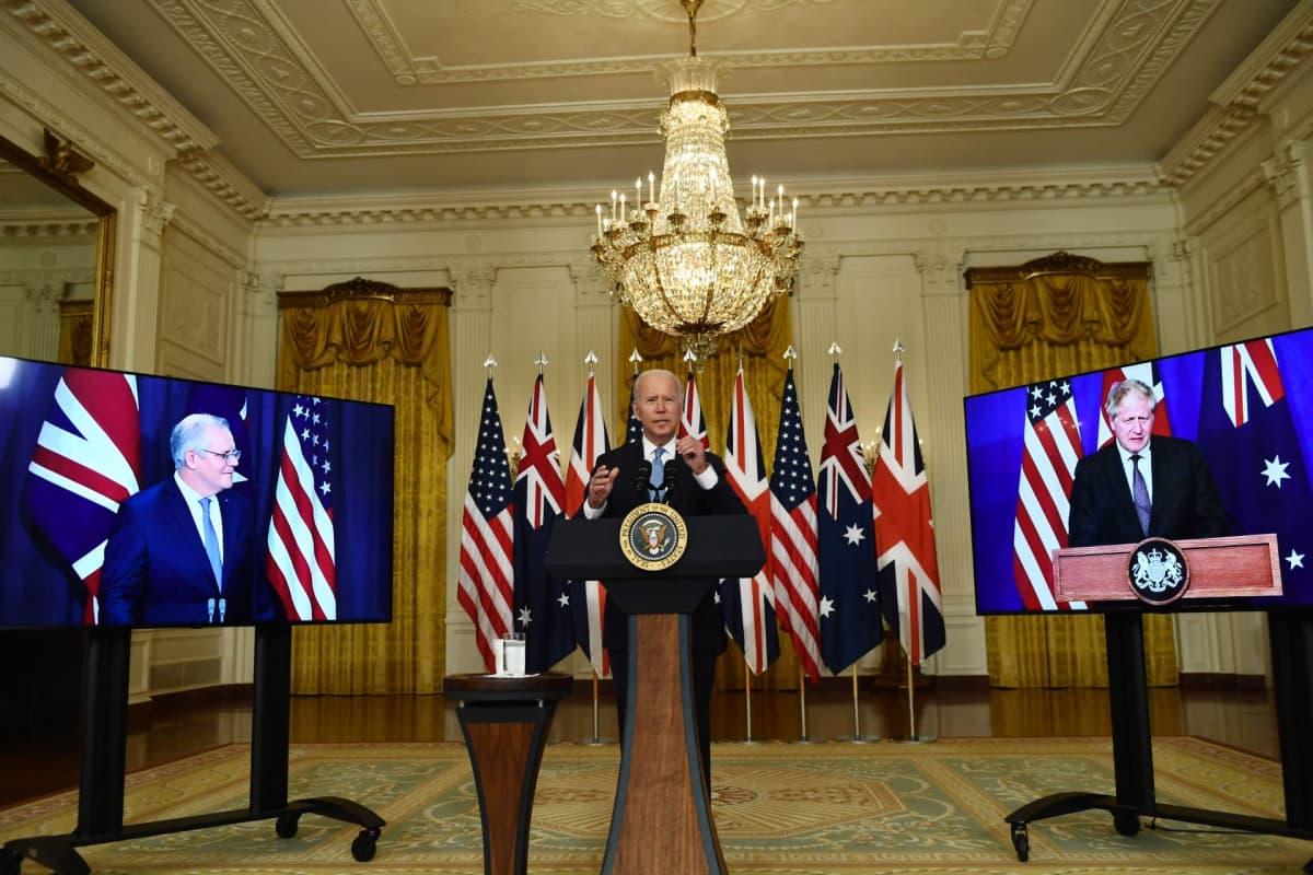 Presidentti Joe Biden puhuu turvallisuuskokouksessa Valkoisessa talossa.