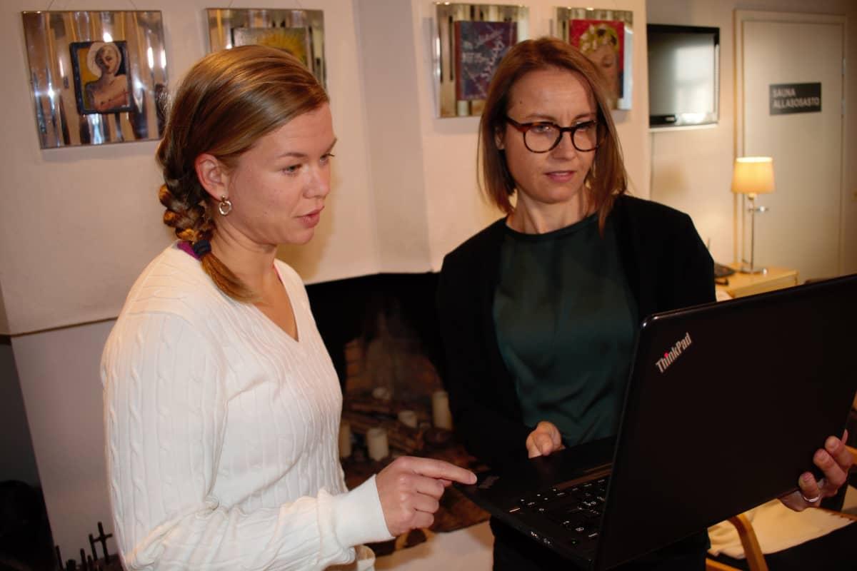 Marianne Himberg ja Jenni Vaskelainen keskustelvat etäliikuntatuokioista.