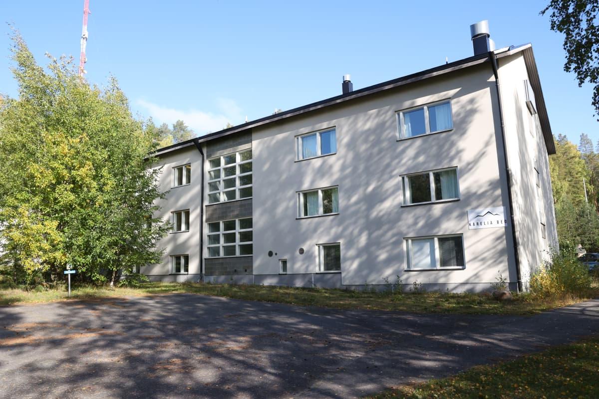 Kontiorannan vanhalla varuskunta-alueella oleva entinen kranaatinheitinkomppanian kasarmirakennus.