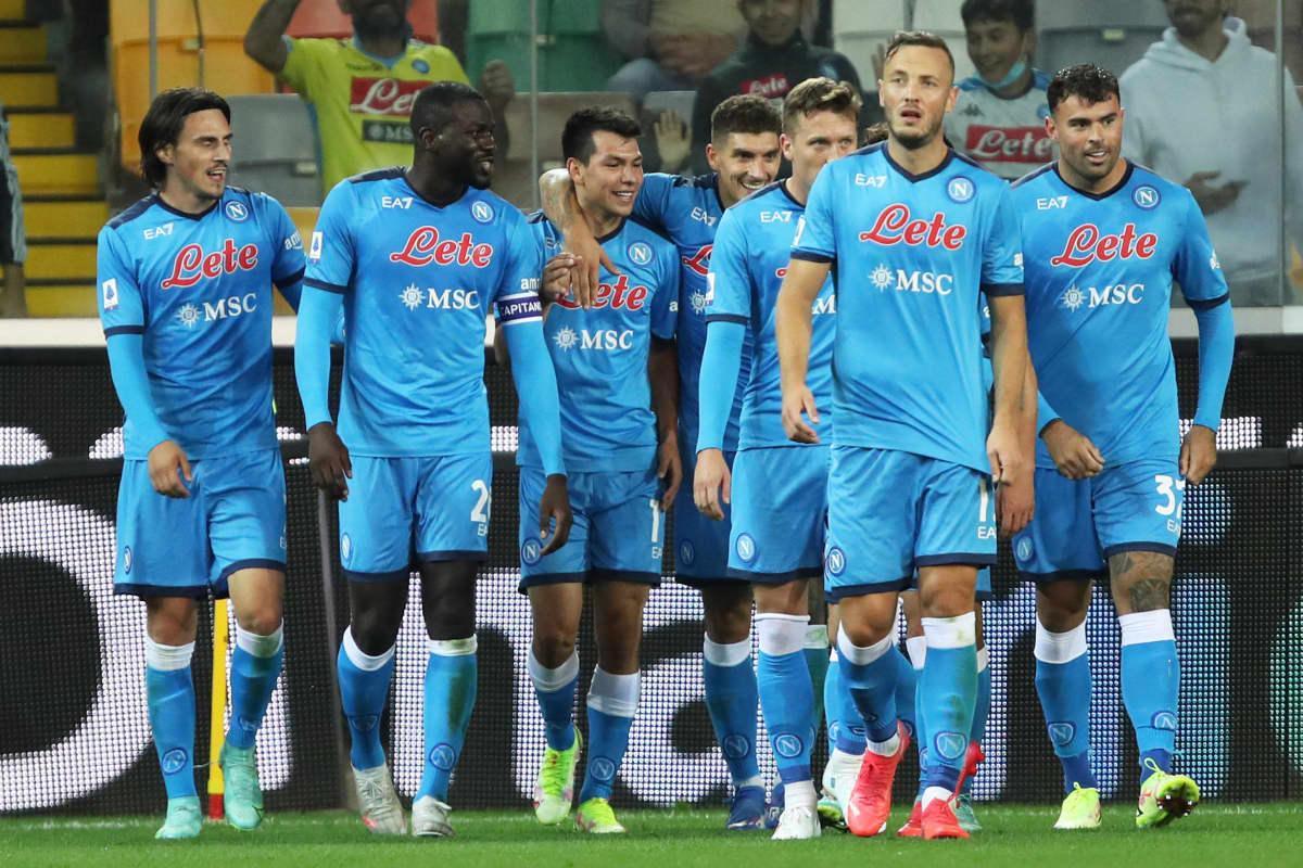 Napolin pelaajat juhlivat Hirving Lozanon maalia.