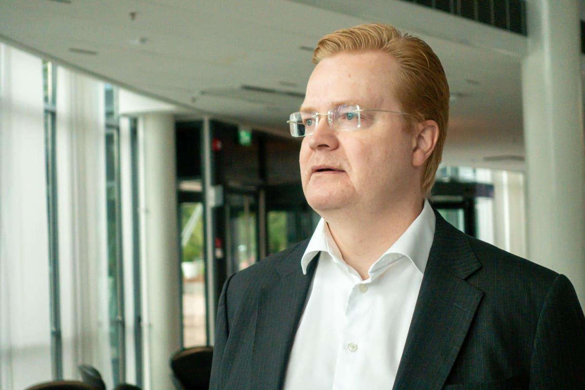 Johtaja Tommi Uitto Nokia One rakennuksessa Nokian kampuksella Karkalliossa Espoosa