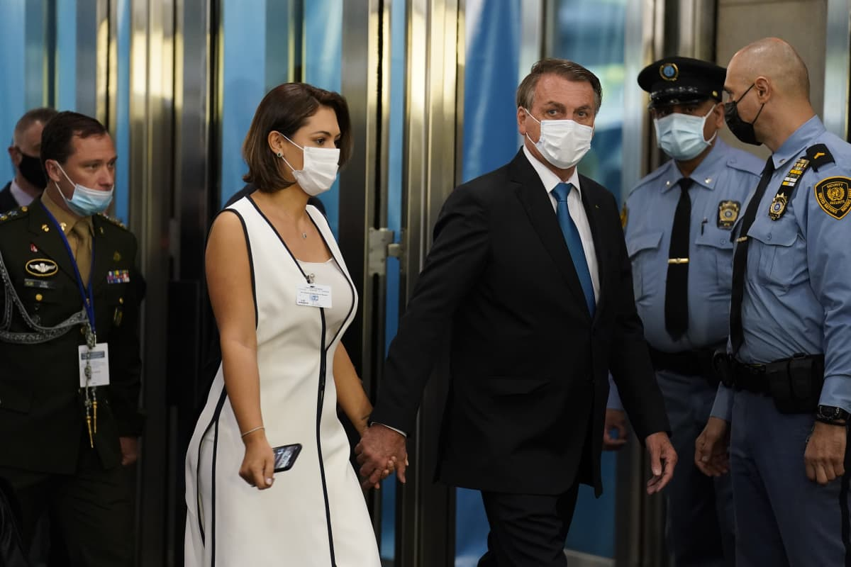 Brasilian presidentti Jai Bolsonaro saapui YK:n päämajaan yhdessä vaimonsa Michellen kanssa.