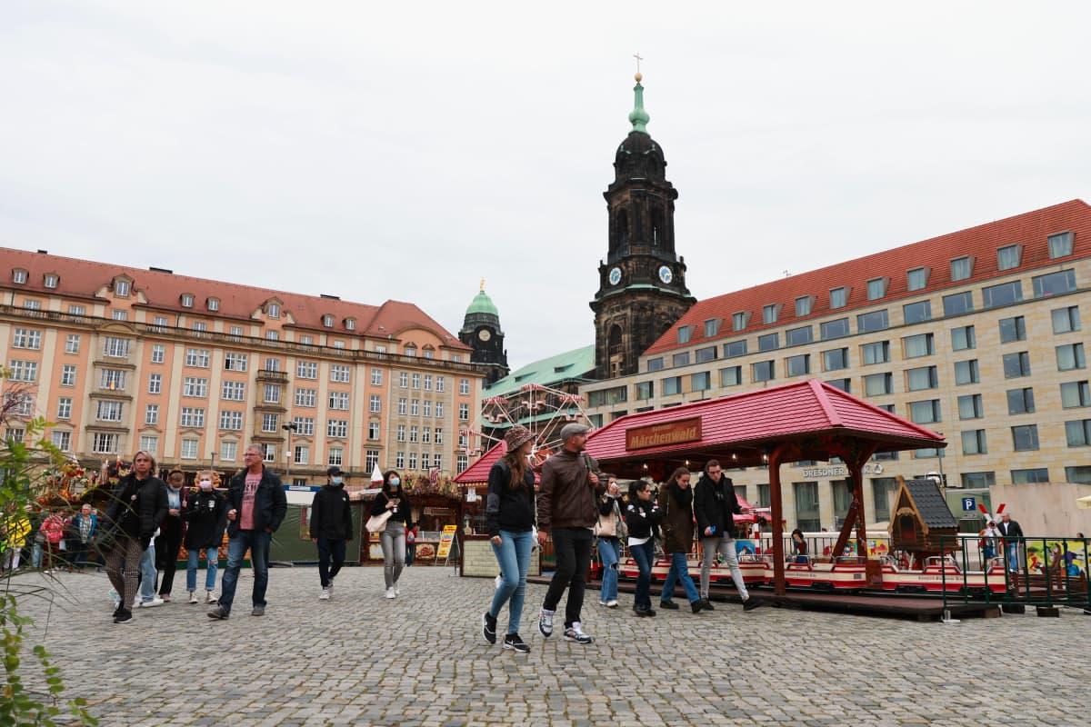 Dresdenin Frühjahrsmarkt -tori