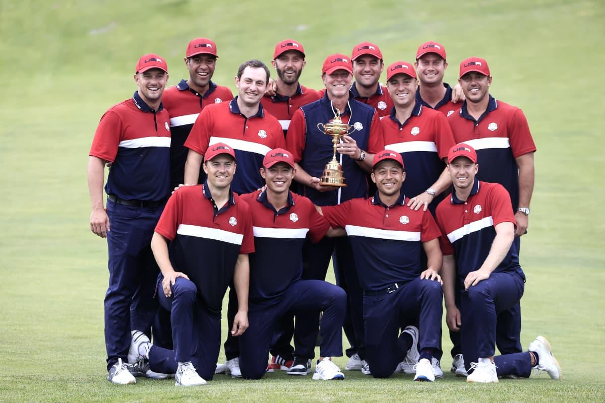 USA:n joukkue juhlii Ryder Cupin voittoa.