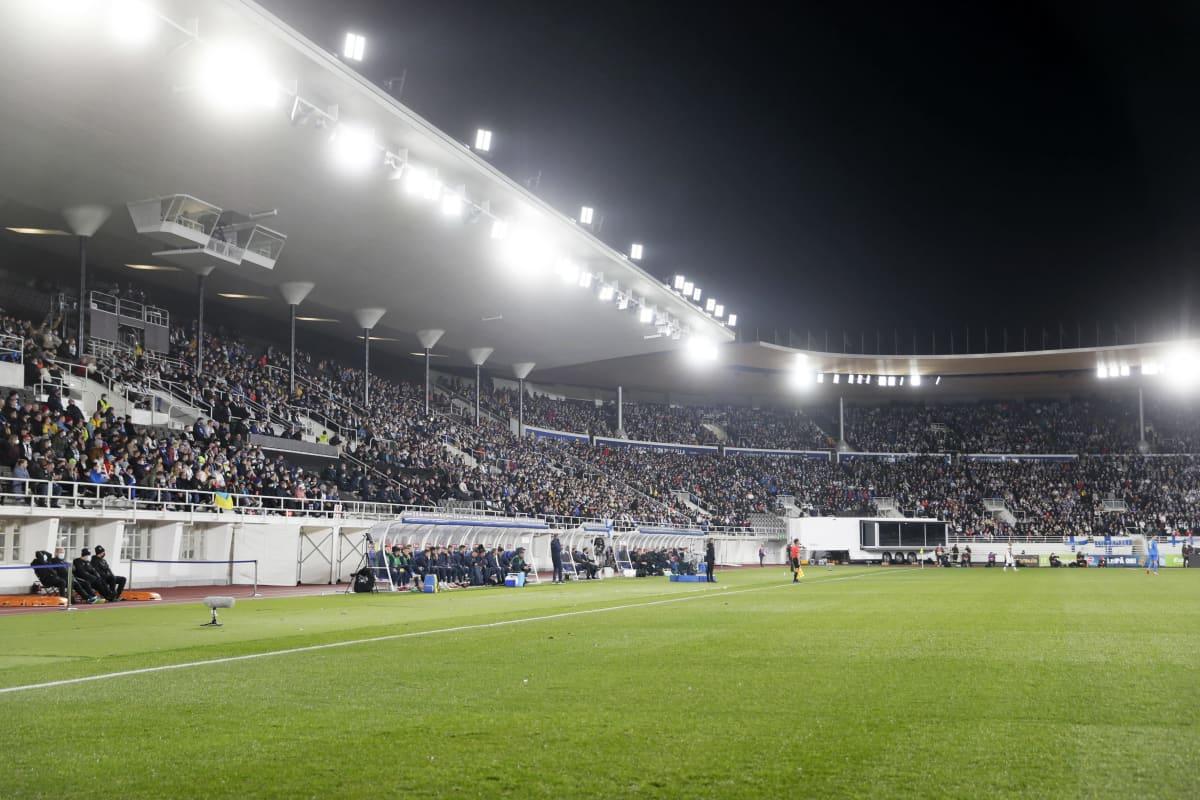 Yleisöä Helsingin Olympiastadionilla 9. lokakuuta 2021.