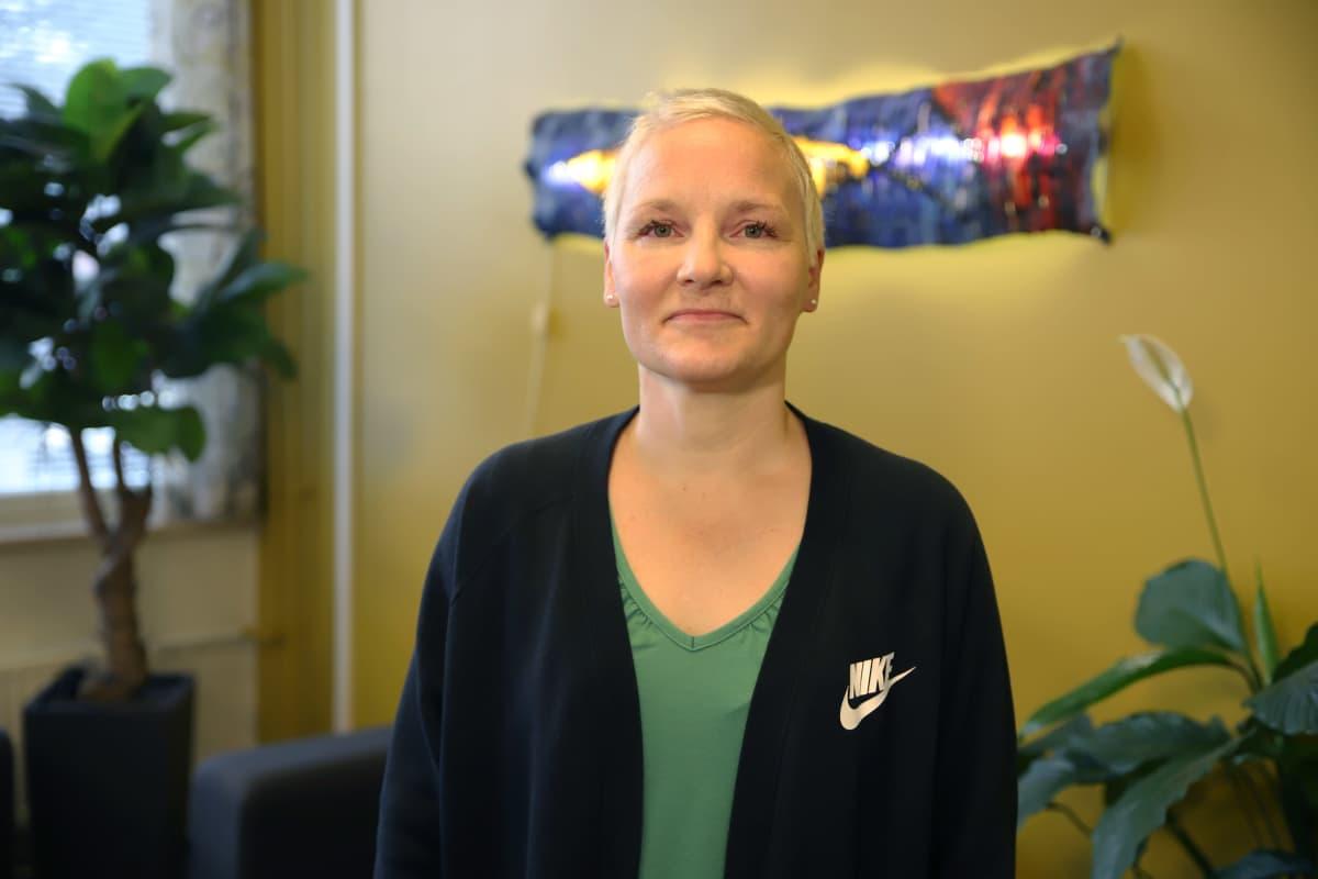 Kouvolan seudun ammattiopiston kielten opettaja Heli Nokelainen.