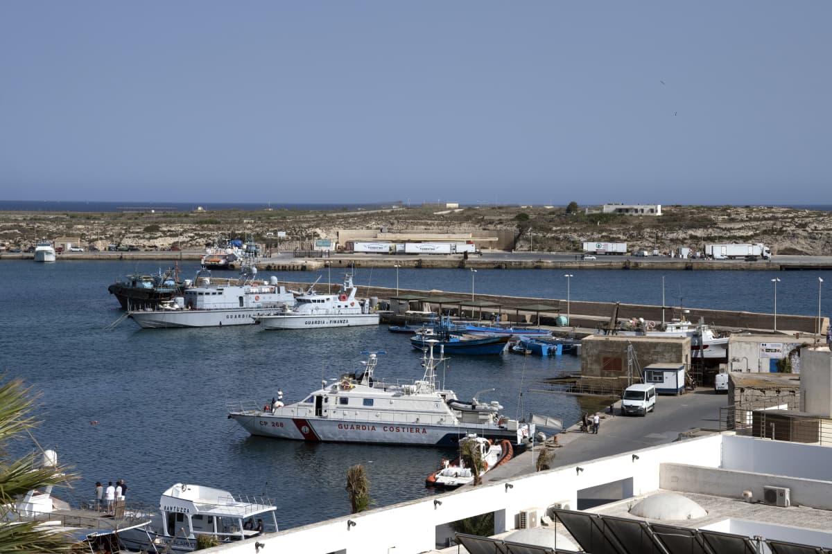 Molo Favoloro, satama Lampedusassa.