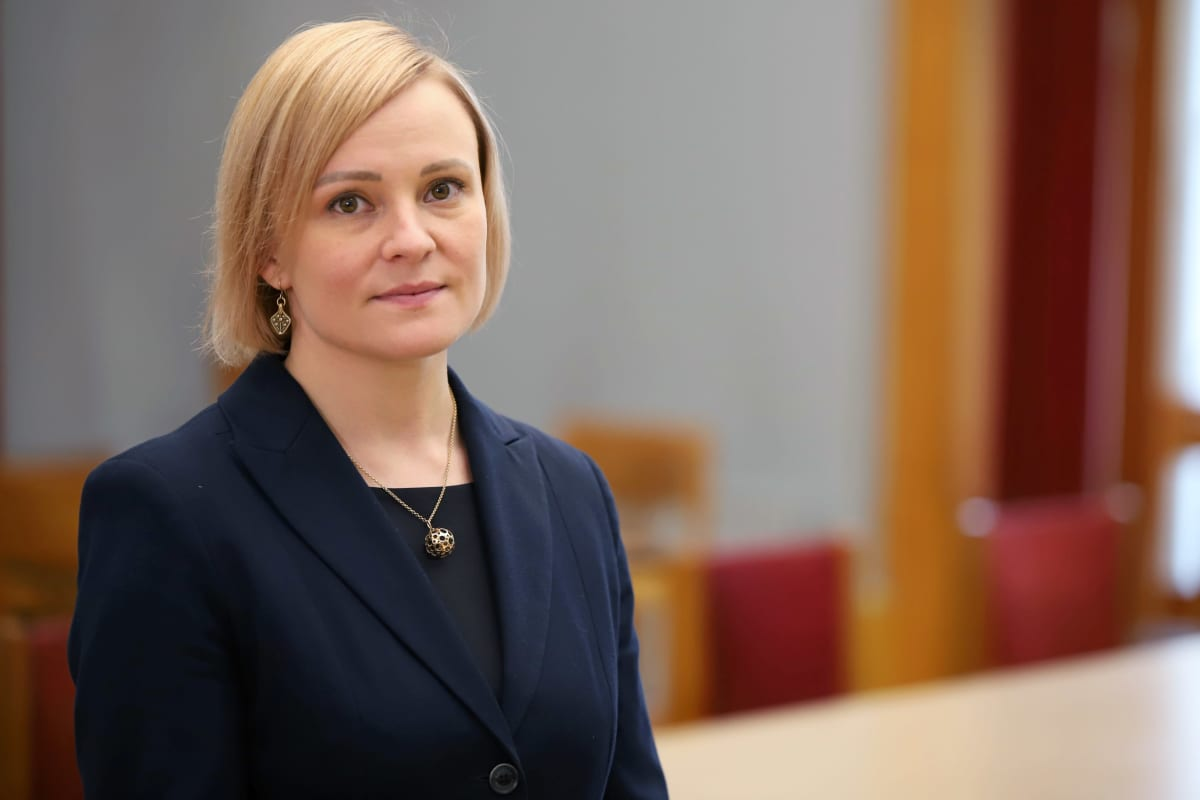 Mikkelin kaupungin vs. talousjohtaja Tiia Tamlander kaupunginhallituksen salissa.