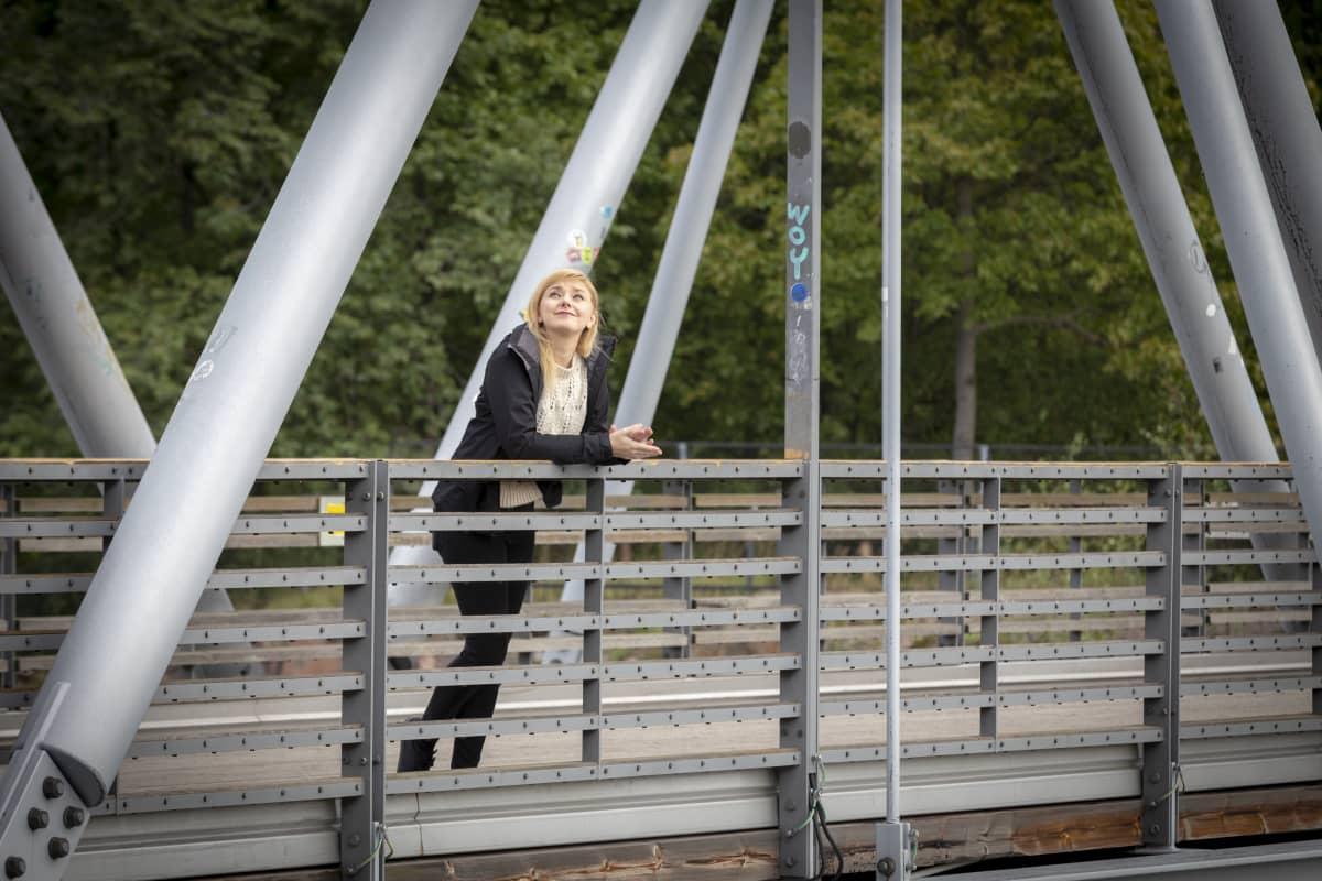Suvi Auvinen Linnunlaulun sillalla.