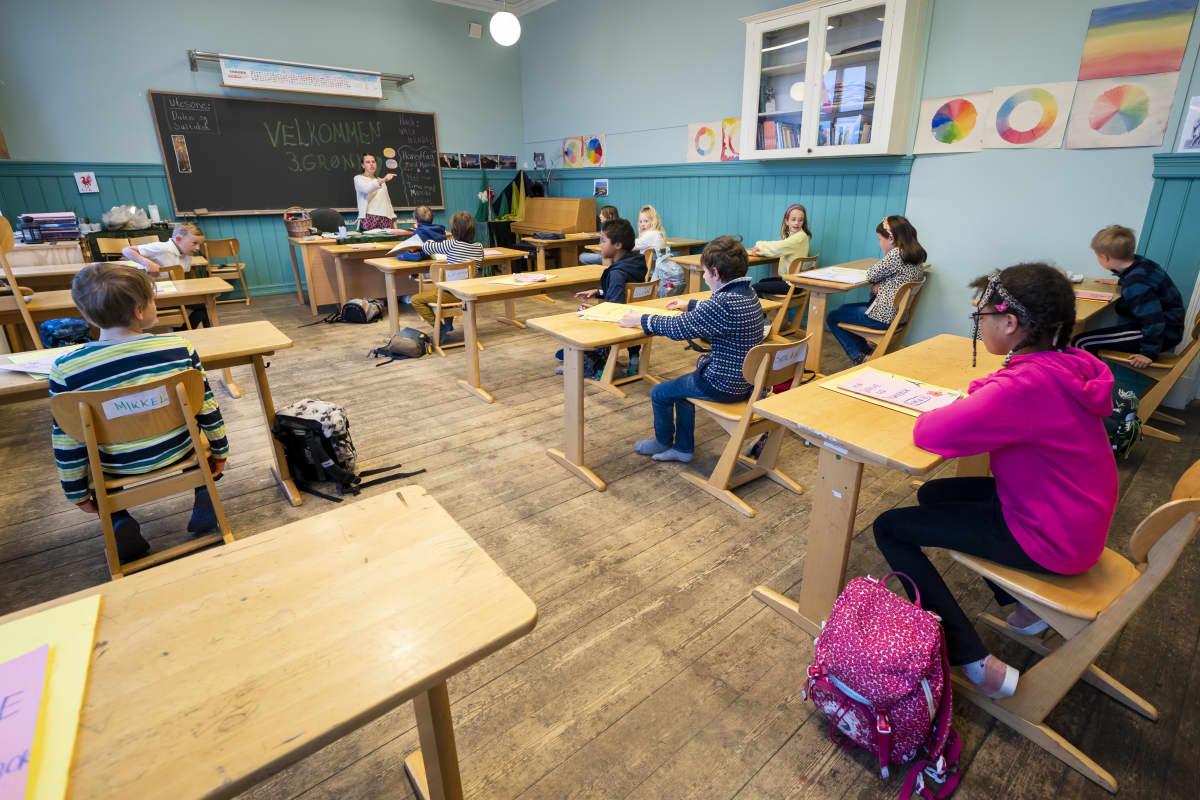 Nordstrand-steinerkoulun oppilaita tunnilla Oslossa Norjassa 17. huhtikuuta 2020.