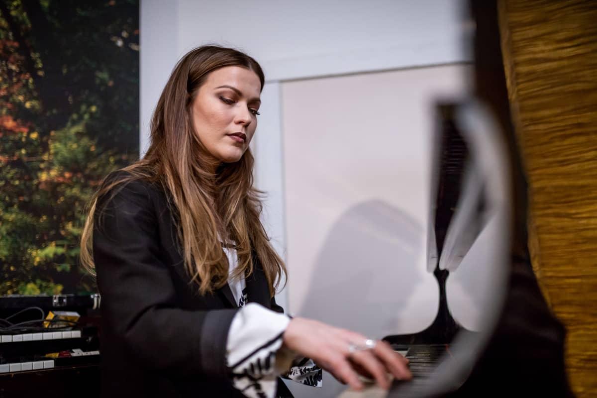 Laulaja ja lauluntekijä Jenni Vartiainen, The Fried Music, Helsinki, 17.12.2018.