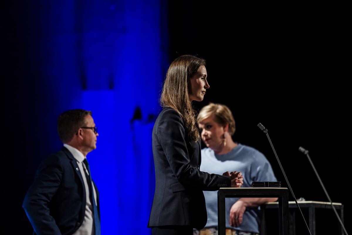 Ääntenlaskentaa seurattiin puolueiden puheenjohtajien kanssa Ylen tuloslähetyksessä Pasilassa