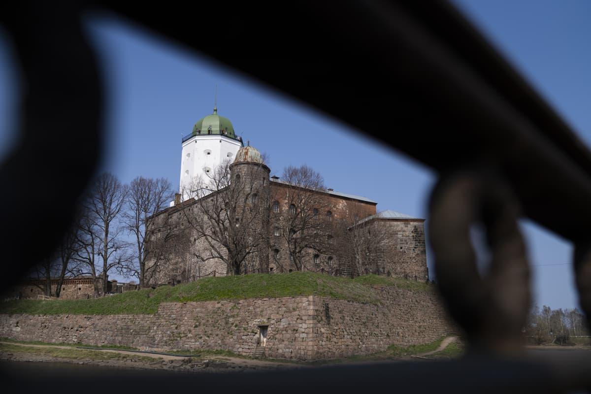 Viipurin linna keväällä.