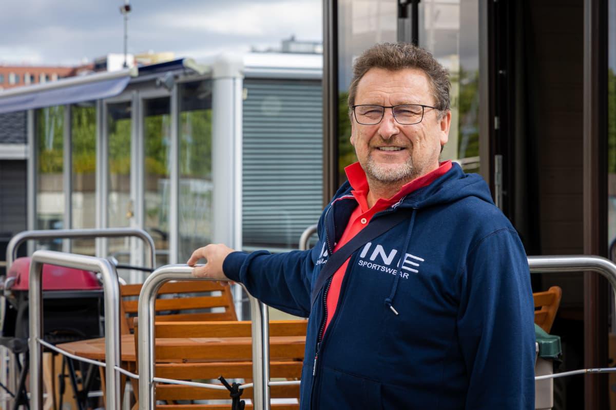 Houseboat Finlandin toimitusjohtaja Iouri Nikolsson vaatii vuokraajiltaan jonkinlaista veneilytaitoa.