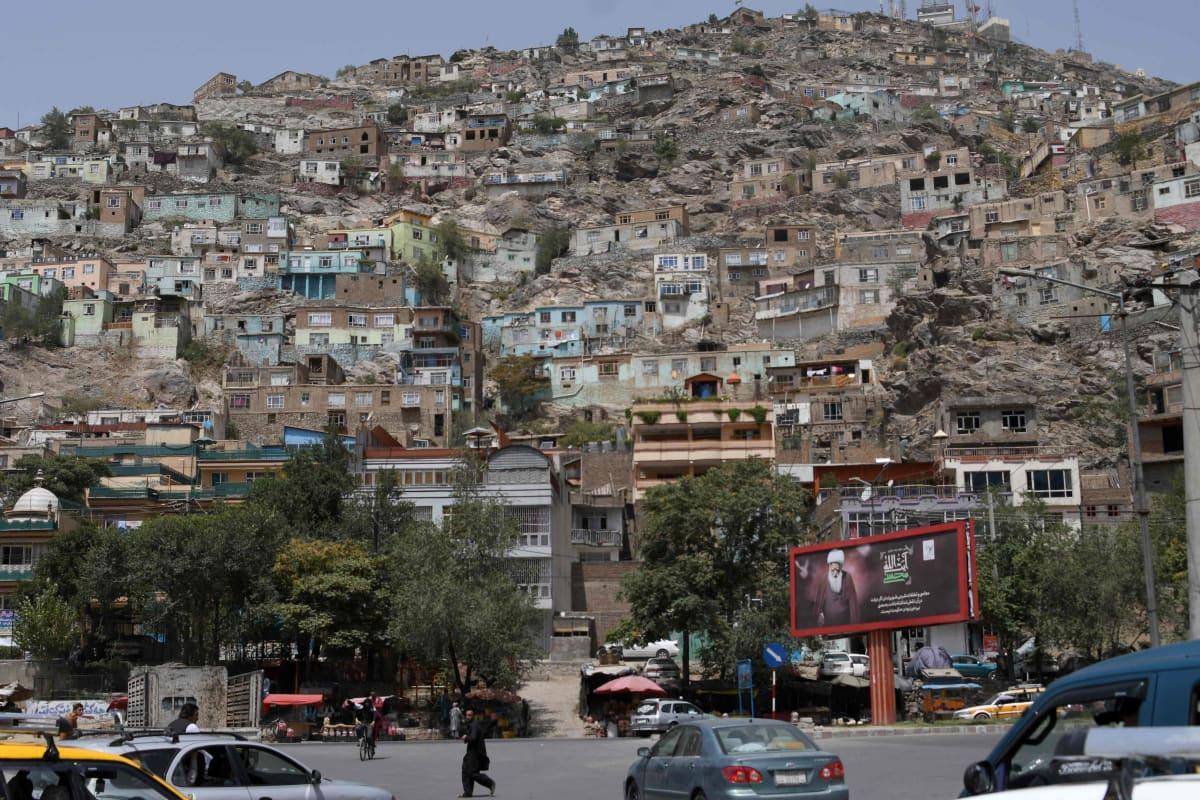 Ihmisiä Kabulin kaupungissa Afganistanissa.