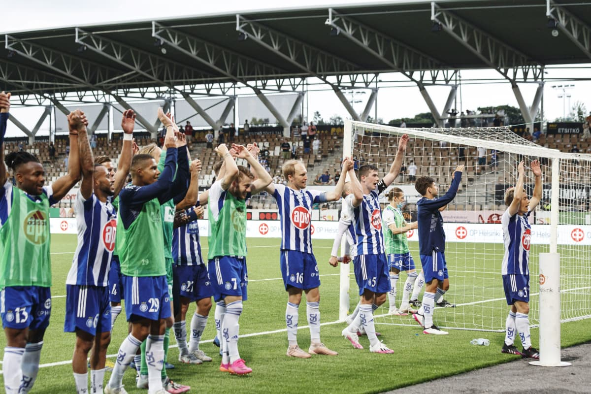 Klubin pelaajat kiittivät kotiyleisöään Mestarien liigan ensimmäisen karsintakierroksen ensimmäisessä ottelussa HJK vs FK Buducnost Helsingissä 6. heinäkuuta 2021.
