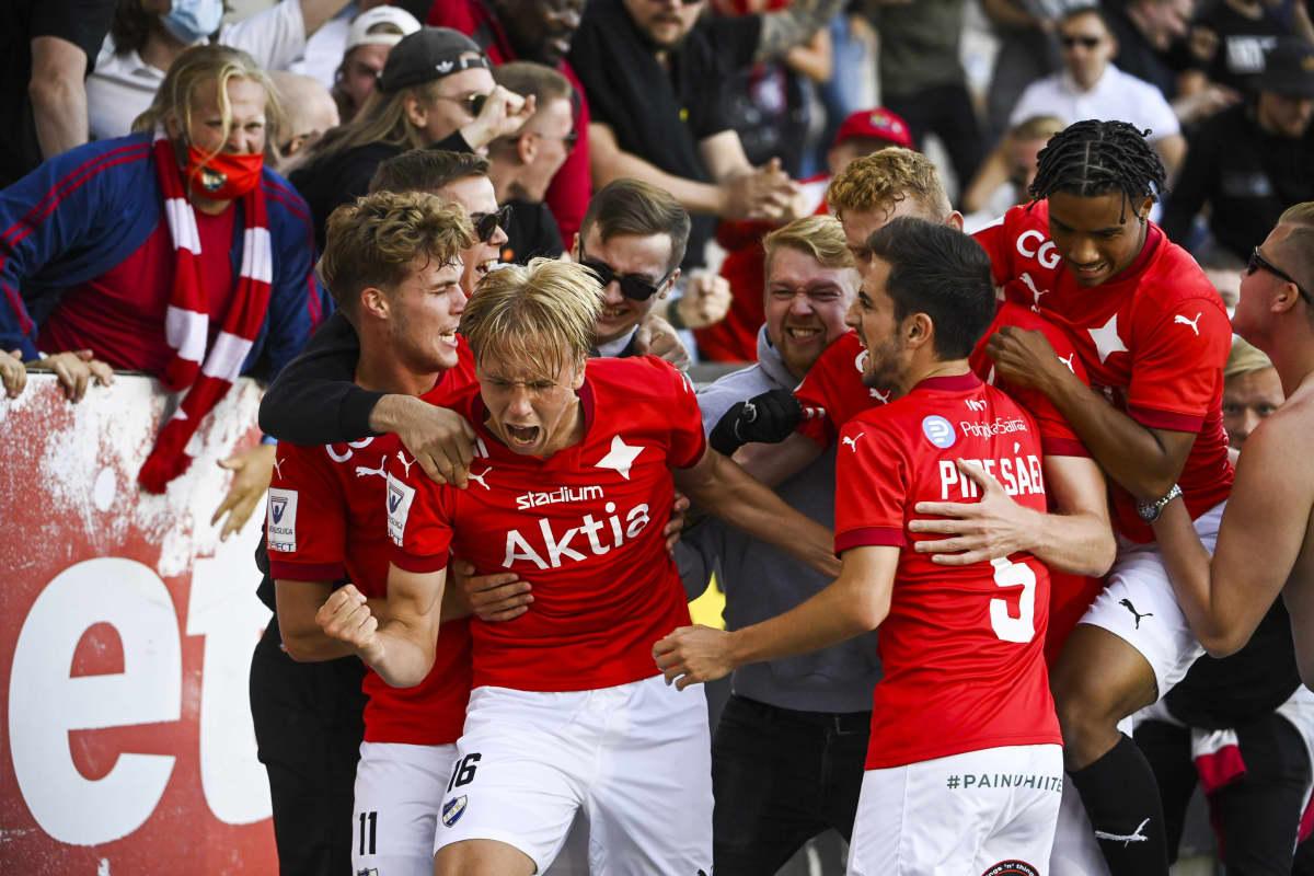 HIFK juhlii Tino Palmaston tasoitusmaalia