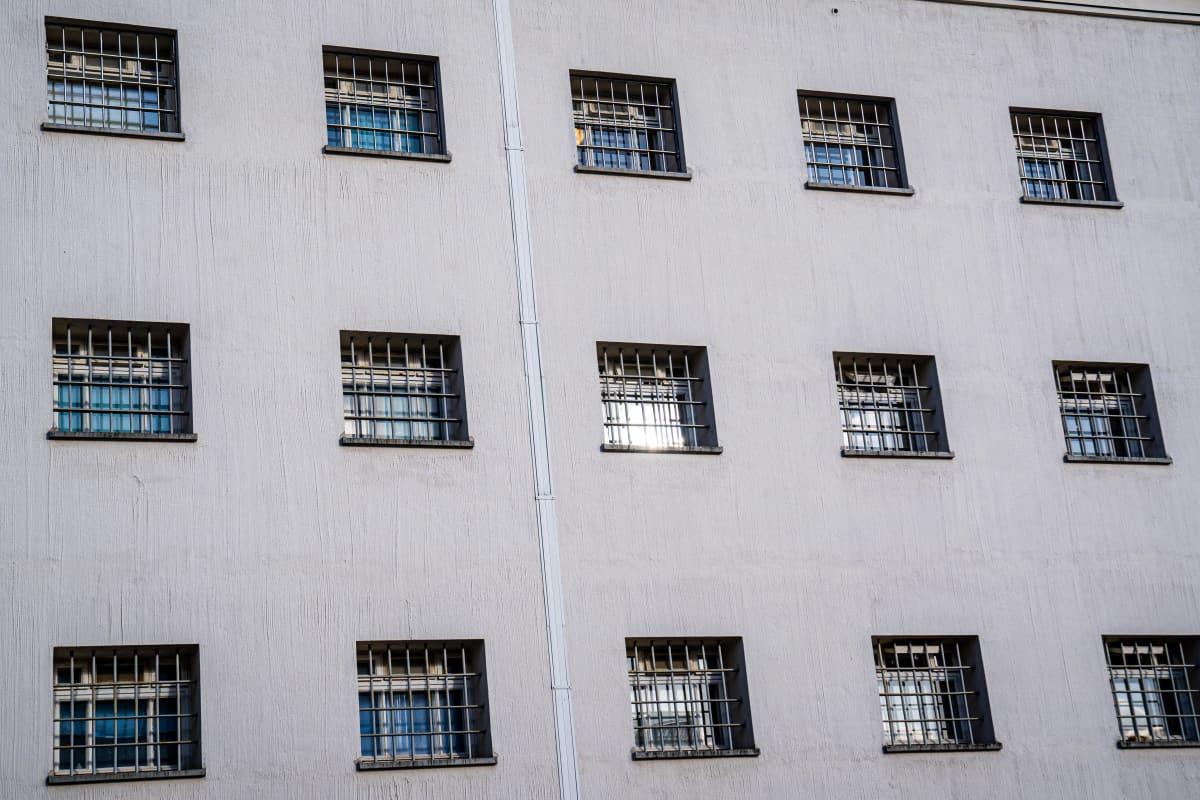 Riihimäen vankila, ikkunoita