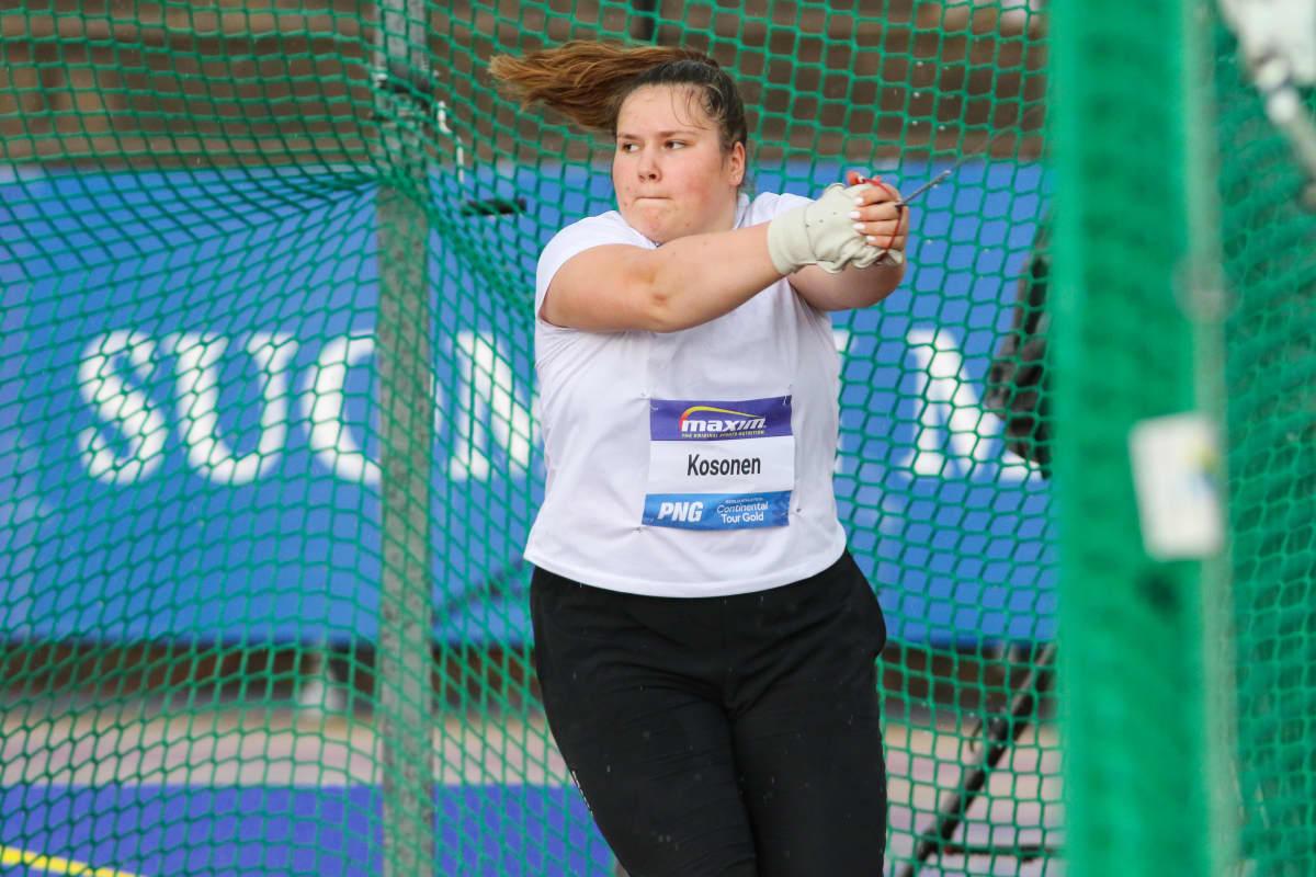 Moukarinheittäjä Silja Kosonen kuvattuna Paavo Nurmen kisoissa Turussa kesäkuussa 2021
