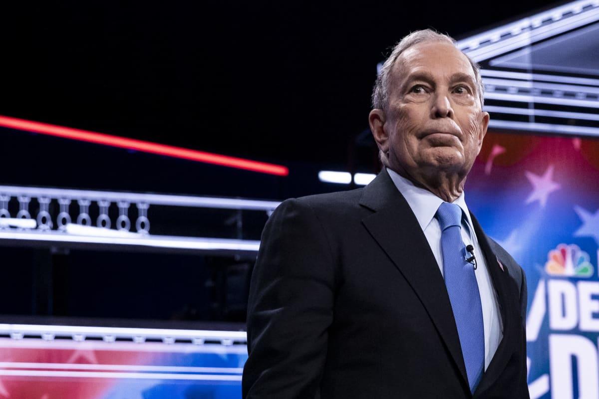Demokraattipuolueen esivaaliehdokas Michael Bloomberg valmiina väittelyyn.