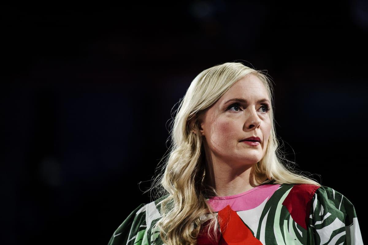 Maria Ohisalo valmistautui Pasilassa Ylen kuntavaalitenttiin 24. toukokuuta.