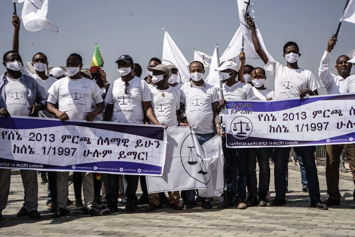 """""""Ethiopian Citizens for Social Justice"""" -puolueen kannattajia 8. kesäkuuta. Vaalit pidetään 21. kesäkuuta 2021"""