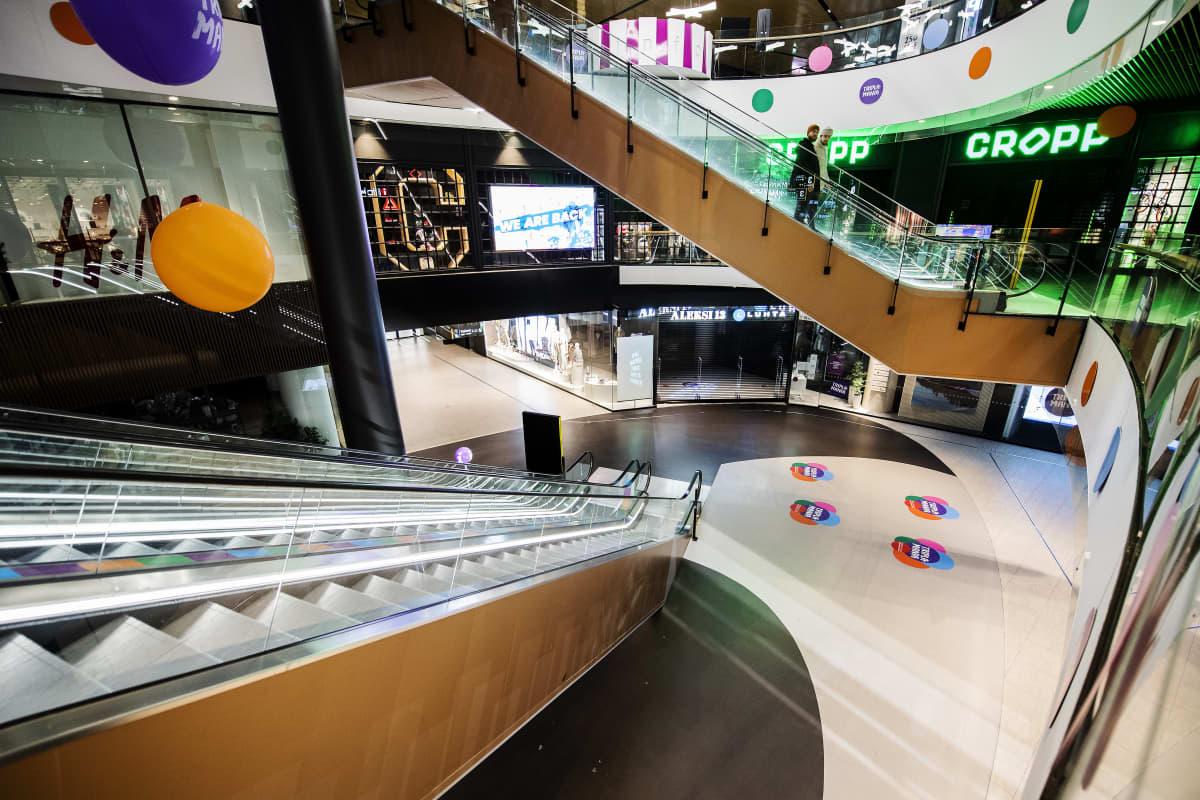 Lähes autio Mall of Tripla maaliskuussa 2021.