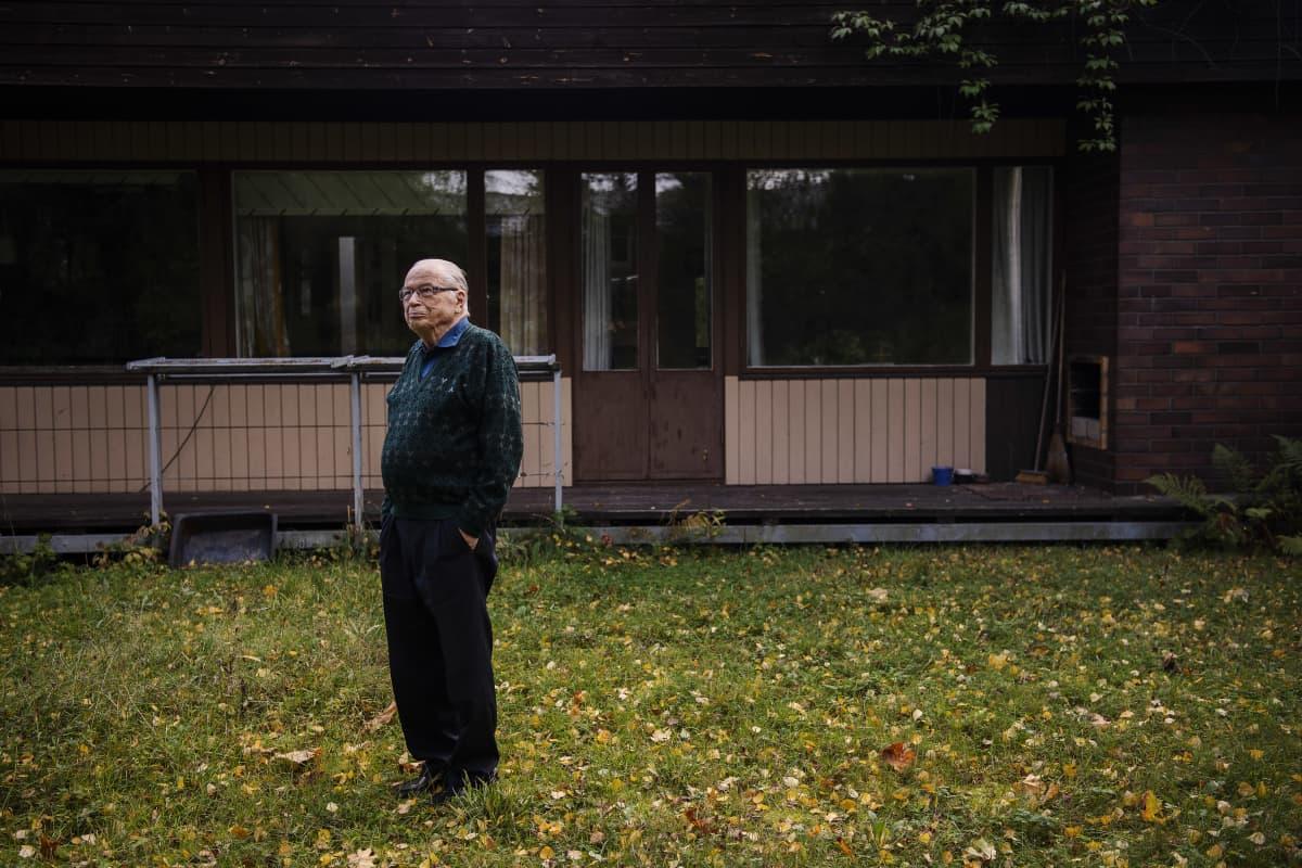 Kasvitieteen emeritusprofessori ja luonnonsuojelija Rauno Ruuhijärvi kuvattiin kotonaan Vantaalla 15. syyskuuta.