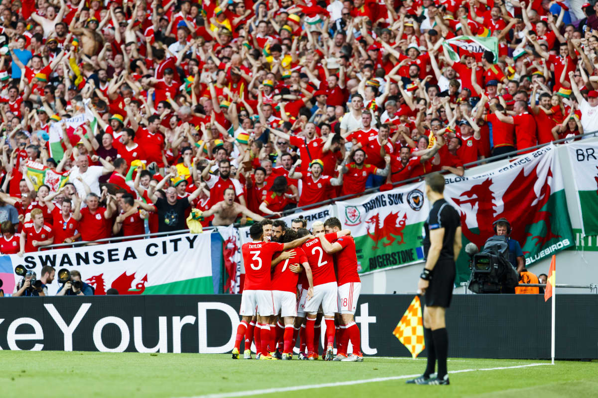 Wales ja fanit juhlii