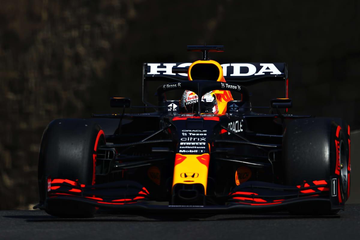 Max Verstappen Red Bullin ratissa.