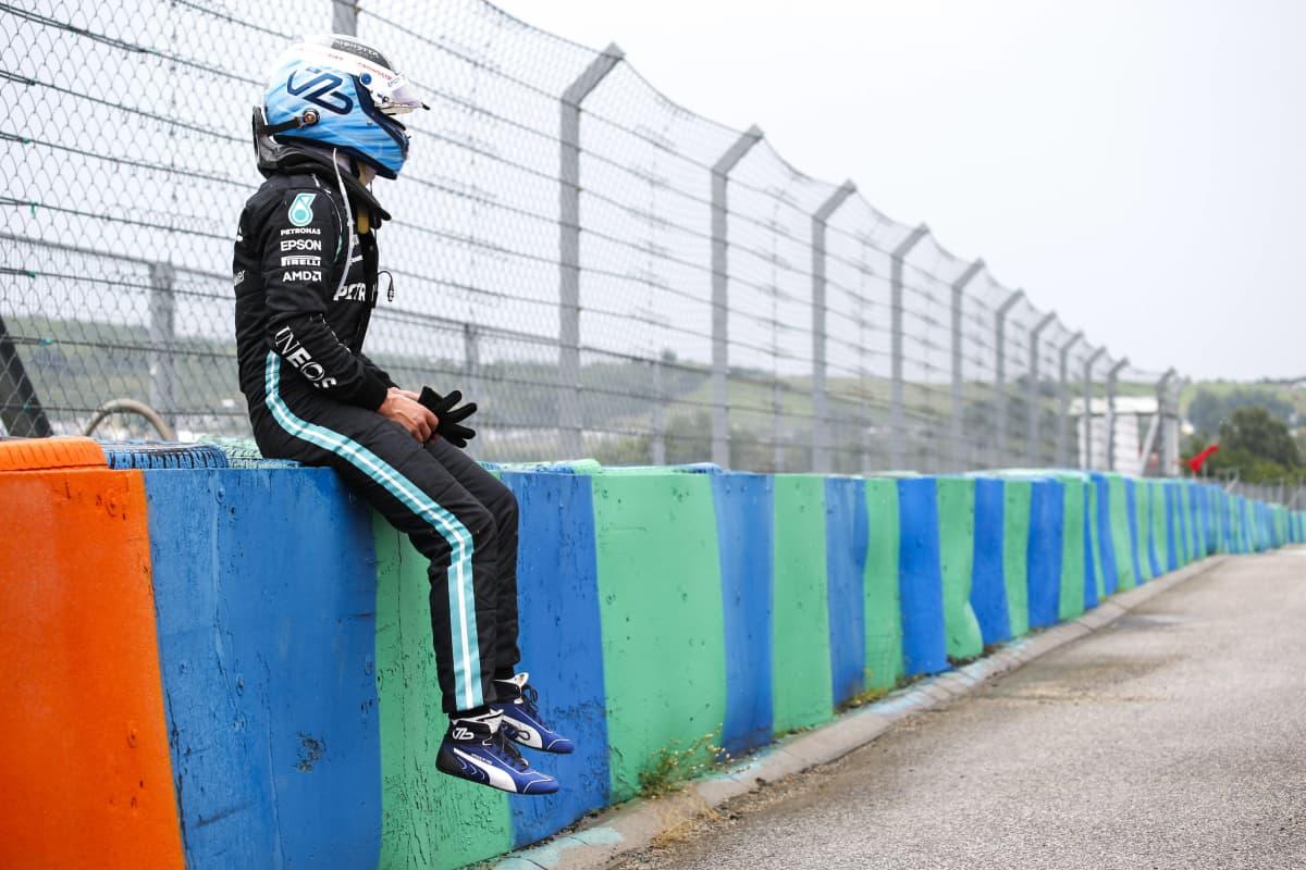 Valtteri Bottas joutui keskeyttämään Hungaroringissa.