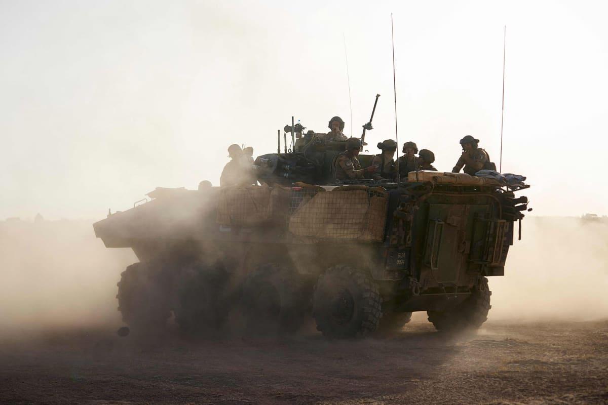 Ranskalaisia sotilaita kuljetuspanssariajoneuvossa Malissa.