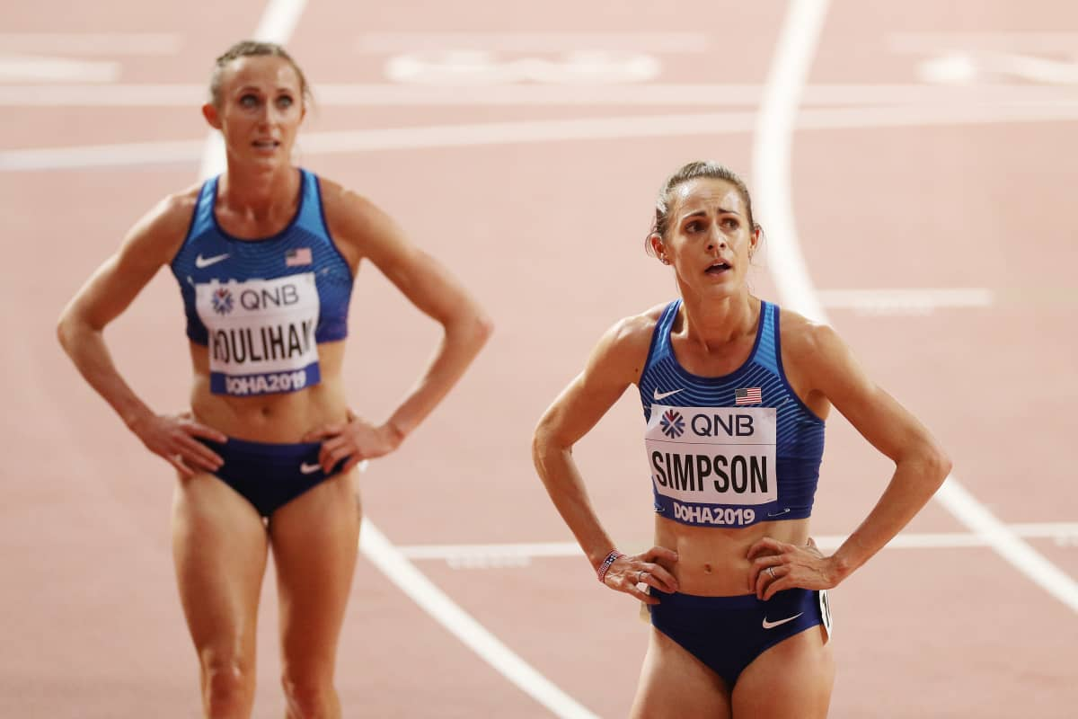 Shelby Houlihan (vasemmalla) Dohan MM-kisoissa 2019