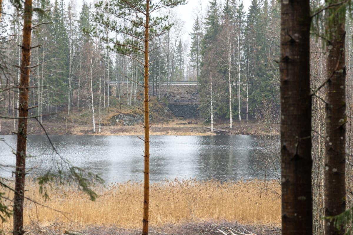 Konekiväärikorsu vastarannalla Lappeenrannan Rutolassa.