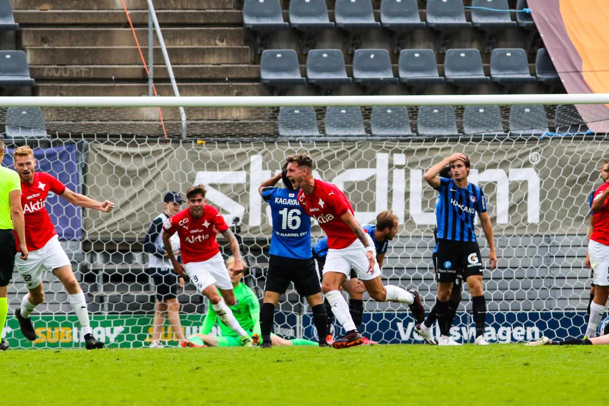 Jake Dunwoody vrålar ut sin glädje efter att ha gjort mål.
