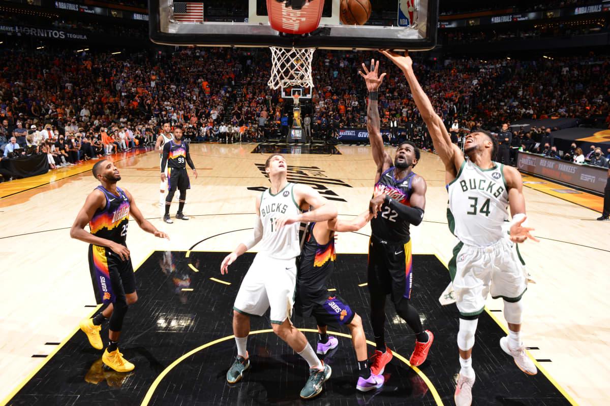 Milwaukee siirtyy NBA:n finaalisarjassa 3-2 johtoon.