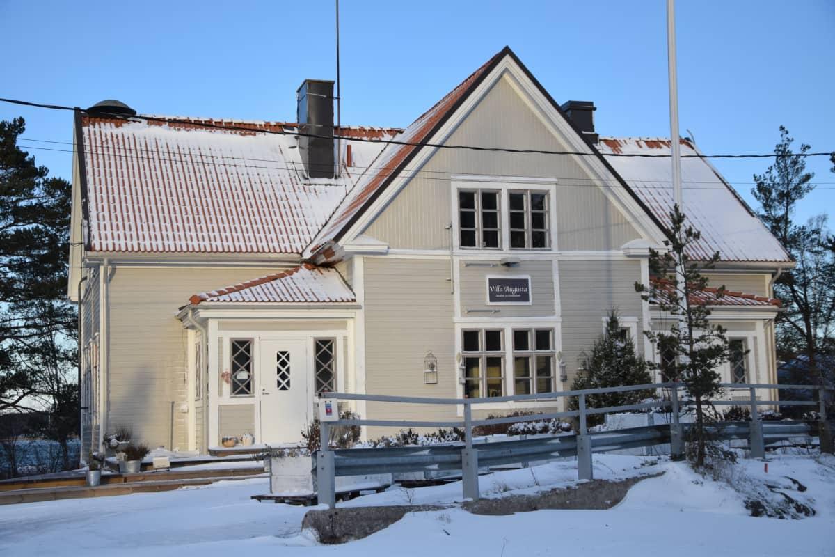 Merimaskun entinen kunnantalo. Villa Augusta.