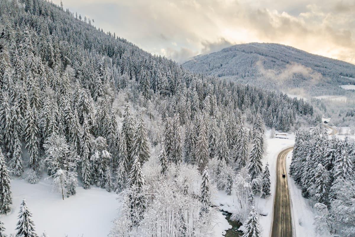Tältä näyttävät lumiset maisemat Itävallassa Salzburgin osavaltiossa.