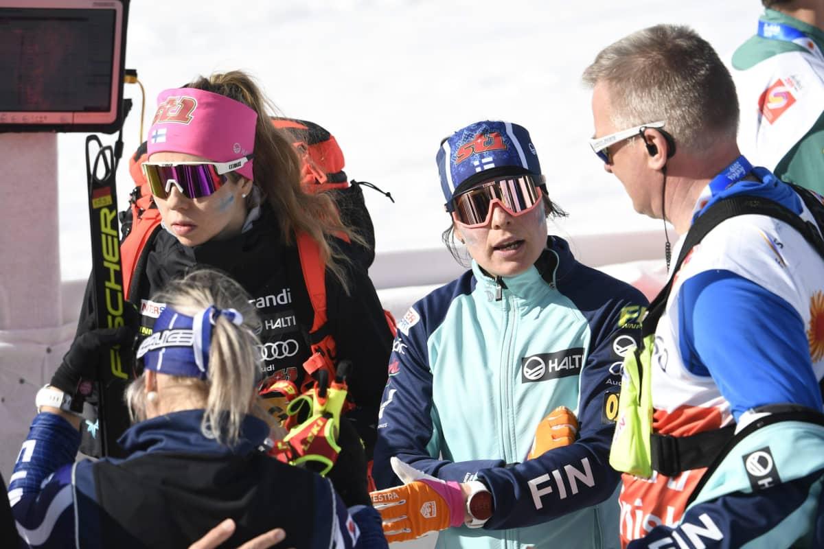 Riitta-Liisa Roponen (vas.), Laura Mononen, Krista Pärmäkoski ja Matti Haavisto.