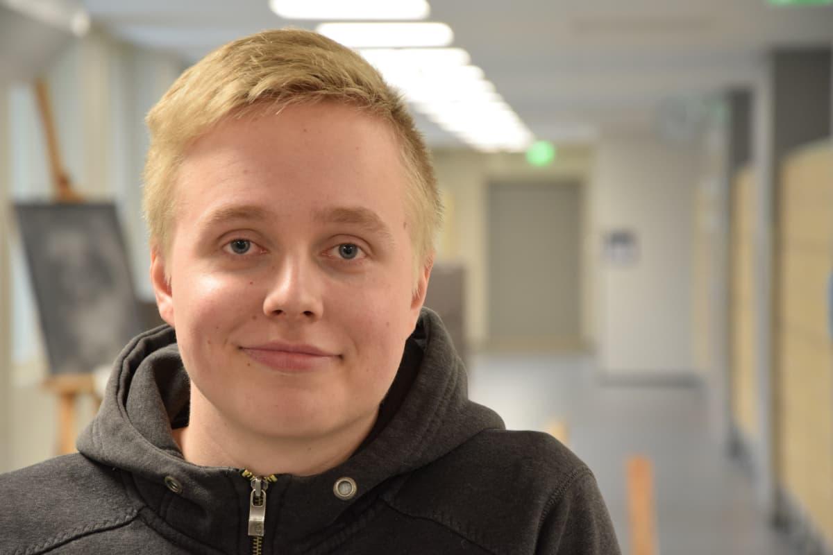 Turun Suomalaisen Yhteiskoulun lukion oppilas Santeri Lempiäinen.