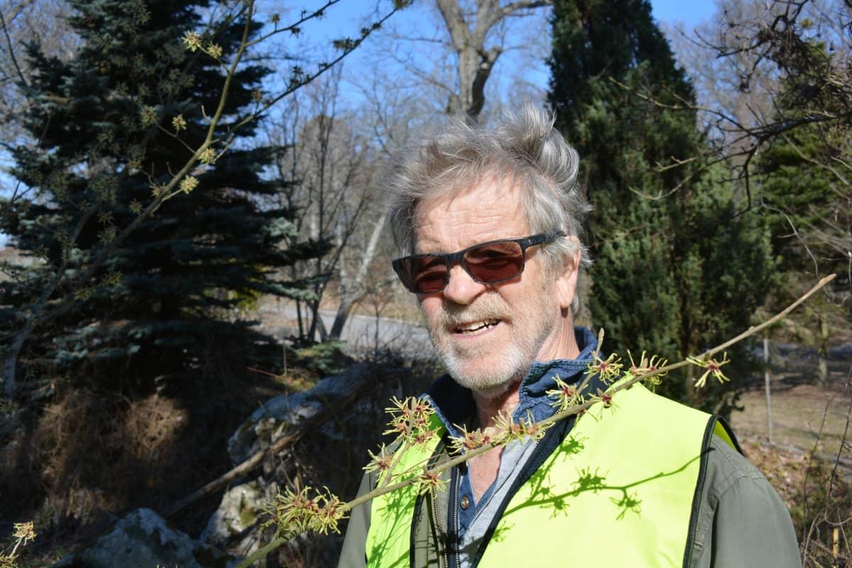 Puutarhaneuvos Arno Kasvi toivoo uudistuksia Ruissaloon.