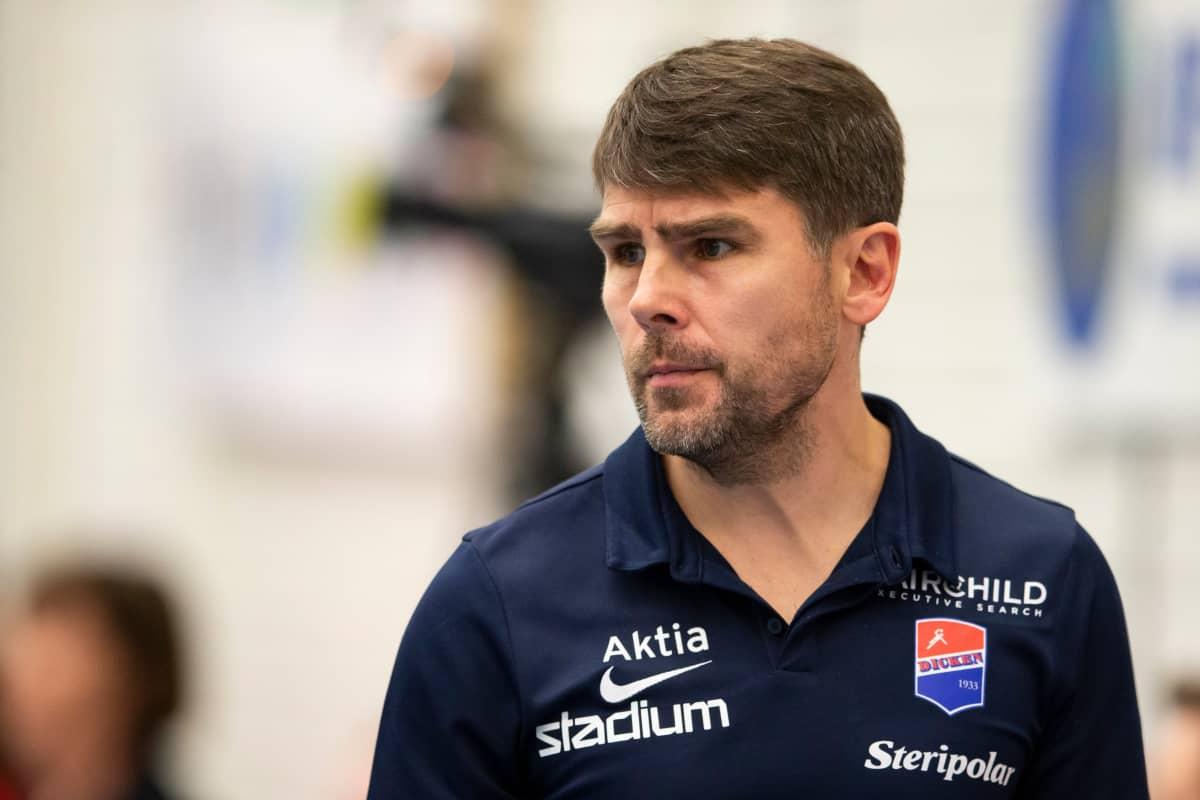 Dickenin päävalmentaja Björn Monnberg.