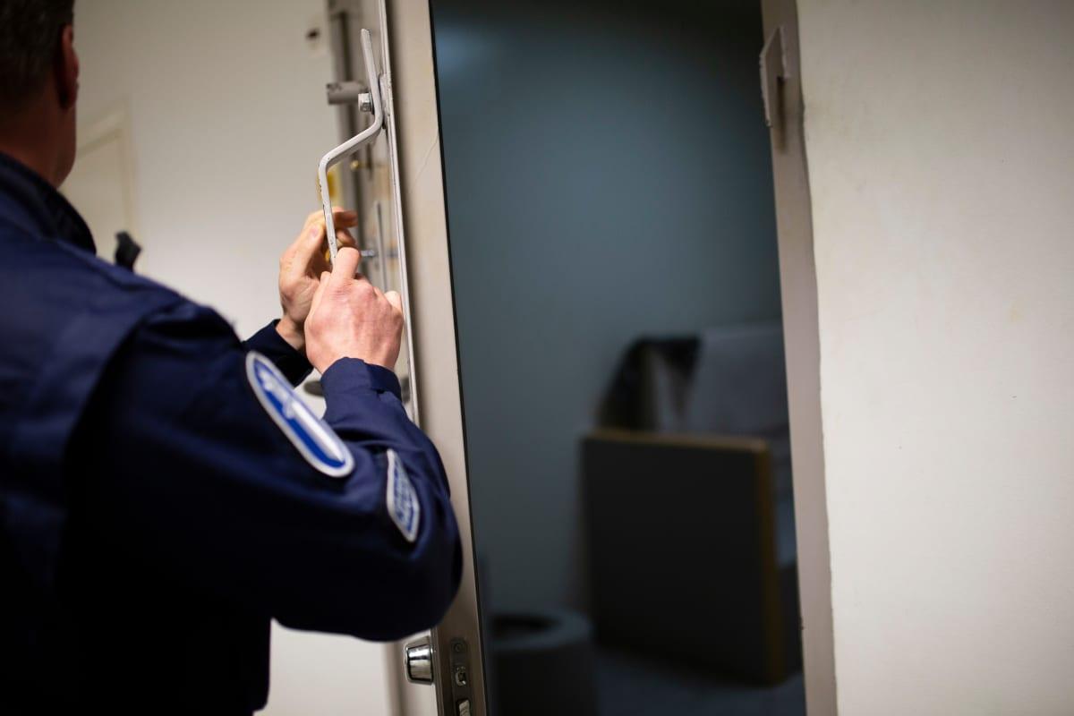 Poliisi sulkee putkan oven