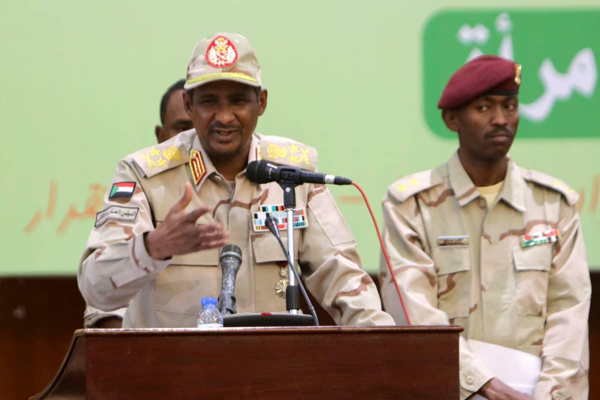 Sotilasneuvoston varapresidentti Mohamed Hamdan Dagalo puhui sunnuntaina kannattajilleen Sudanin pääkaupungissa Khartumissa.
