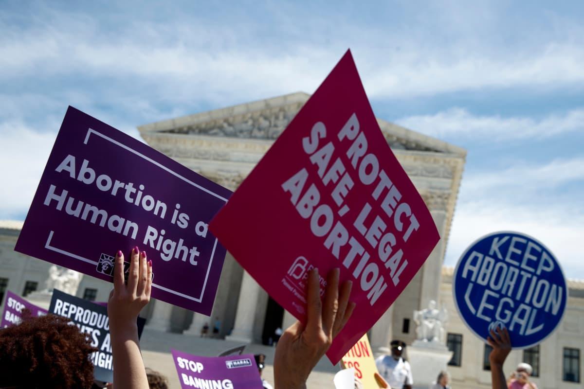 Vapaata aborttia puolustavien mielenosoitus Wahingtonissa.