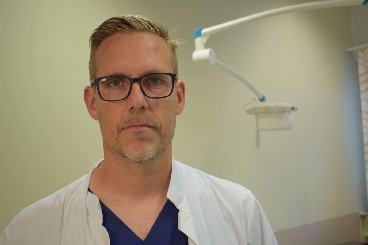 Tyksissä työskentelevä urologi Peter Boström