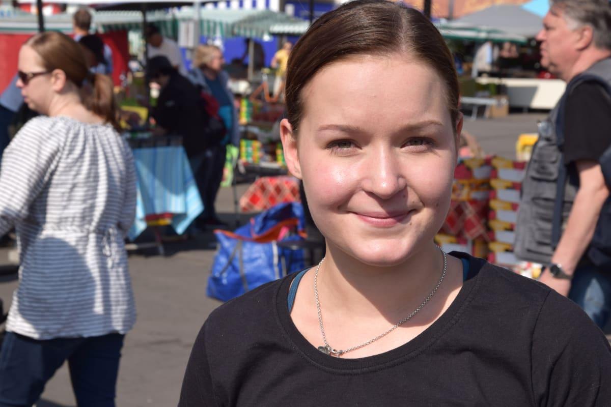Kesätyöntekijä Roosa Karus.