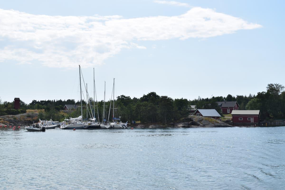 Paraisilla sijaitseva Gullkronan satama